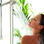 Как правило делать контрастный душ при варикозе? Полезен ли душ Шарко?