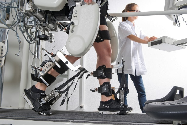 Существует множество роботизированных аппаратов для восстановления после инсульта