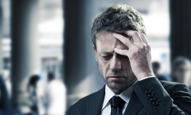 Сильная головная боль может быть симптомом геморрагического инсульта