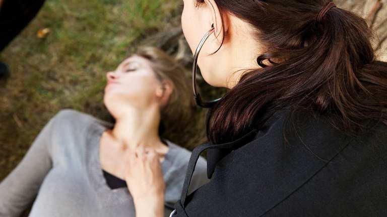 Дисфункция речи у сознательного человека тоже может быть признаком инсульта