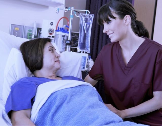 Если женщина старше 50 лет наблюдается у себя близкие признаки недуга, ей срочно требуется неотложная помощь, а возможно даже интенсивная терапия