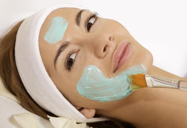 Обладает противовоспалительным свойством, дезинфицирует и глубоко очищает кожу