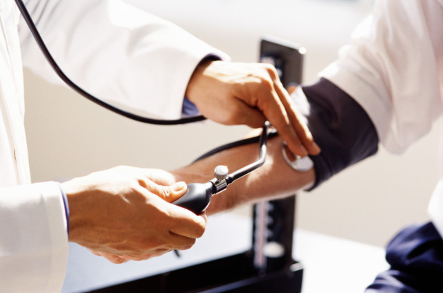Относительный риск геморрагического инсульта у принимающих ОК при наличии артериальной гипертензии в 10 раз превышает риск у принимающих препараты
