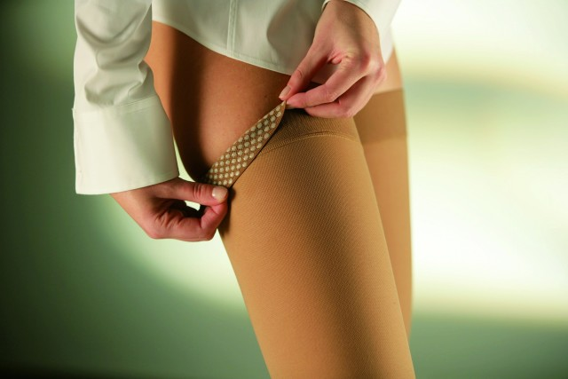 При попытке это сделать могут быть повреждены стягивающие свойства волокон материала