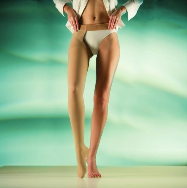 Надевать его надо только на сухое тело, так как белье в таком случае легко скользит по кожному покрову