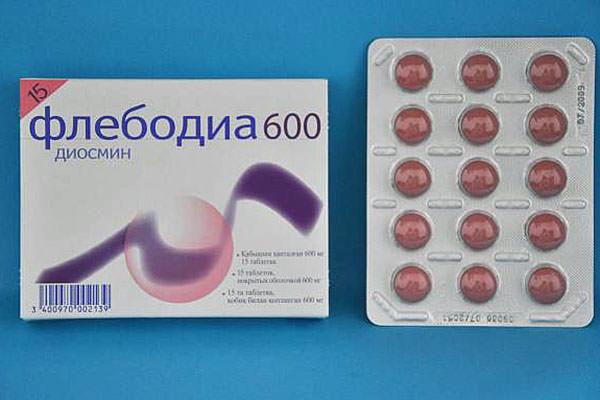 Диосмин, как основная составляющая препарата, улучшает кровообращение и стимулирует циркуляцию лимфы, устраняя отечность и распирающую боль в ногах