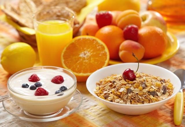В питание следует включить белковую пищу, такую как рыба, мясо, куриные или перепелиные яйца