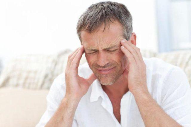 Хотя этот признак может указывать и на другие заболевания, но при атеросклерозе мозг постоянно испытывает кислородное голодание, что и приводит к нарушениям координации