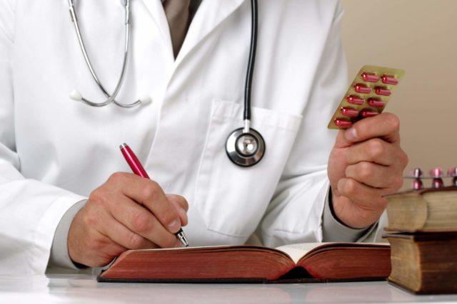 Лечить атеросклероз необходимо своевременно, лучше в возрасте 40-50 лет начинать профилактику заболевания, используя современные лекарственные средства