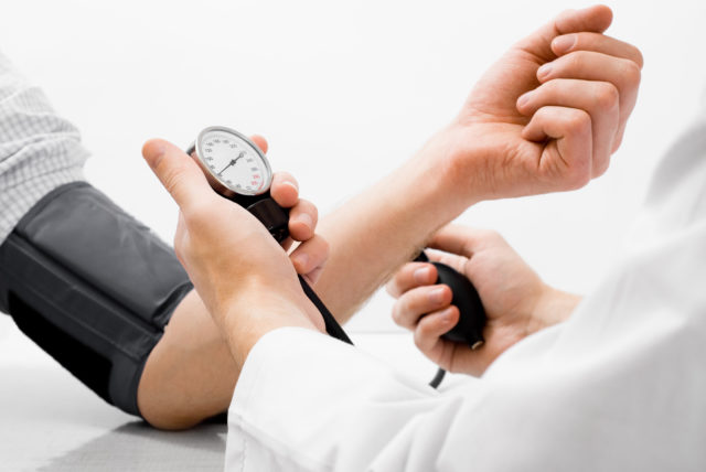 Само же повышение кровяного давления фиксируется путем измерения двух показателей: систолического и диастолического давления