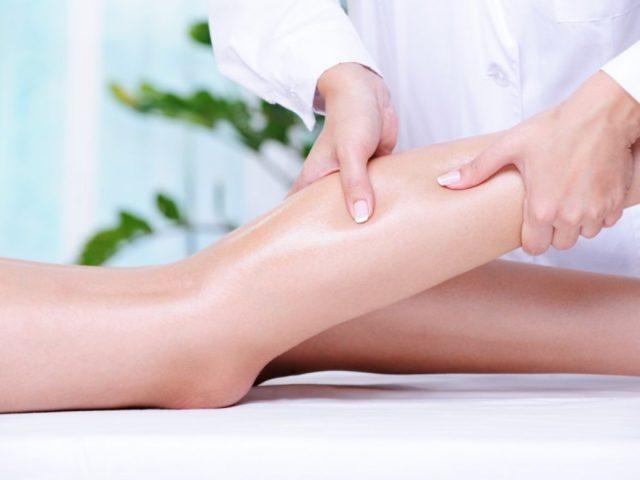 Особенность массажа заключается в направлении мягких и волнообразных движений, которые осуществляются по ходу тока лимфы к лимфатическим сосудам