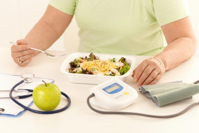 Если правильно питаться при гипертонии таким образом можно наладить обмен веществ и защитить себя от сахарного диабета, ожирения, атеросклероза