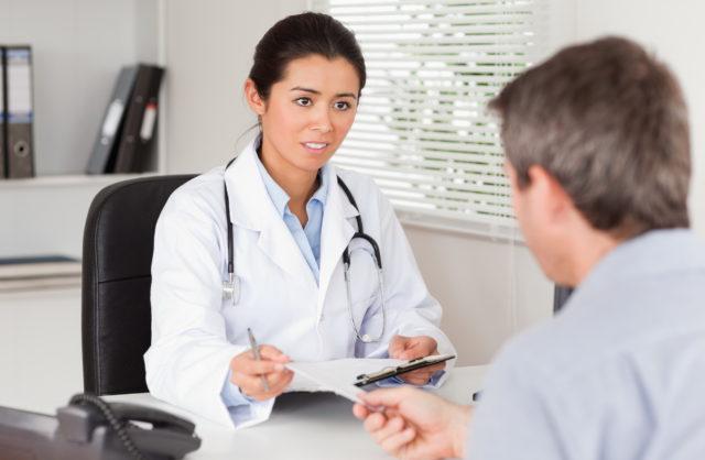 Для лечения назначают препараты кальция, медикаменты антигистаминной группы, витамины С и Р, а также рутин