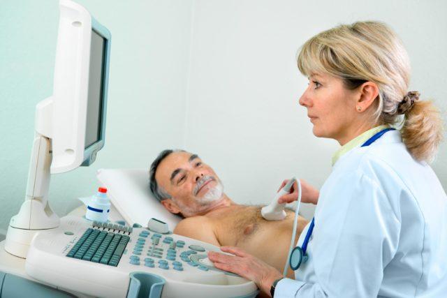 Лабораторно-диагностические анализы предполагают исследование специфических ферментов, повышающихся при нестабильной стенокардии и инфаркте