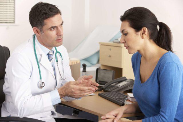 Течение кардиального типа нейроциркуляторной дистонии проявляется кардиалгией, сердцебиением, перебоями в работе сердца, иногда одышкой при физической активности