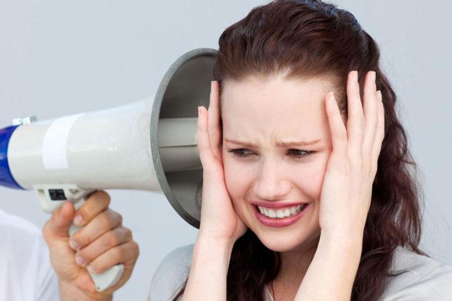 Тяжелое течение кризов проявляется полисимптоматикой, тяжелыми вегетативными расстройствами, гиперкинезами, судорогами, длительностью приступа более одного часа