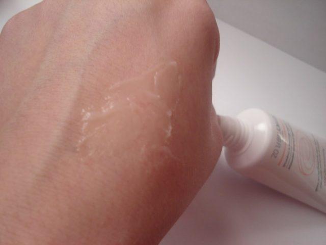 Крем не только маскирует эстетический дефект и устраняет покраснение, но и лечит кровеносные сосуды
