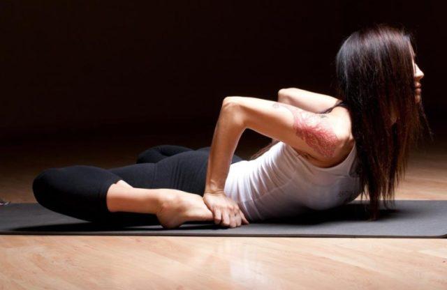 Йога эффективна против варикоза, однако освоить асаны без помощи профессионалов сложно