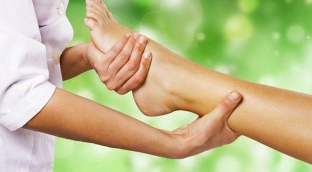Отдать свое предпочтение следует простому массажу руками, к которому следует правильно подготовиться