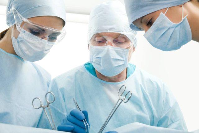 Операция проводится под общей или местной анестезией