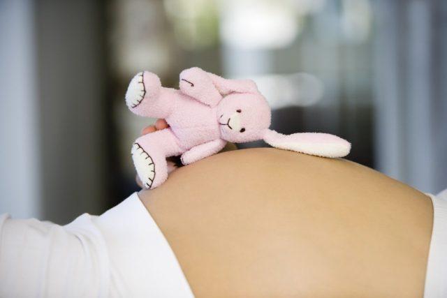 Во время грудного вскармливания препарат в форме геля можно применять без опасений, он не всасывается в кровь и не влияет на состав грудного молока