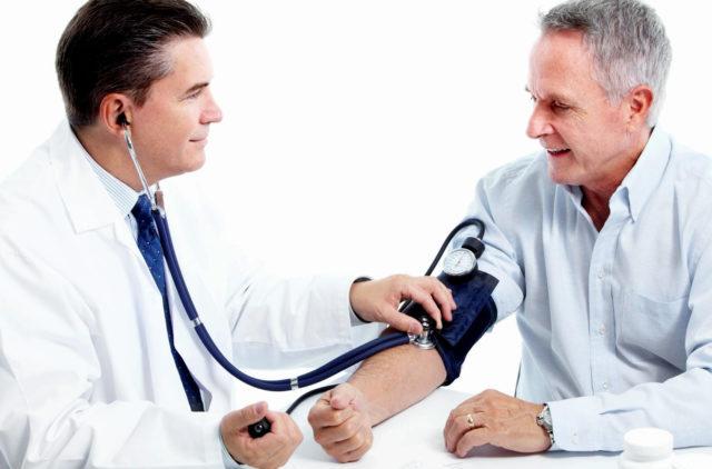 Специалист после осмотра и полноценной диагностики сможет установить причину гипертонии или гипотонии