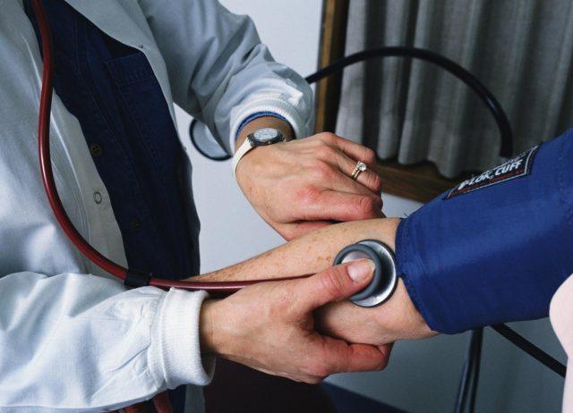 Эналаприл так же помогает расширять сосуды, улучшает кровоток в области почек и мозга