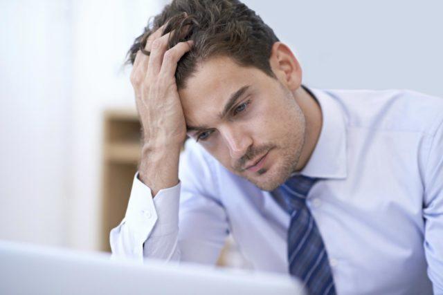 Повышенное давление выступает провоцирующим фактором различного рода недомоганий и постоянных мигреней