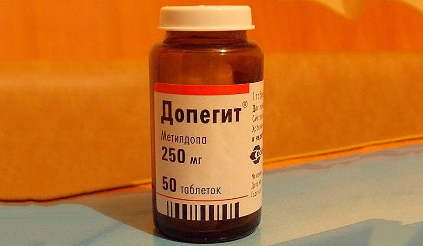 Прием таблеток Допегит