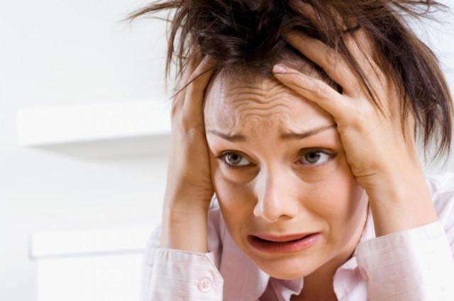 Пациенты с пониженным давлением вялые, испытывают недомогание, повышенную сонливость, проходящую к полудню