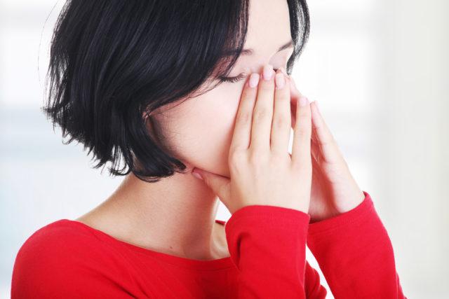 при пониженном давлении человек может испытывать сильную слабость, головные боли и головокружение, тошноту
